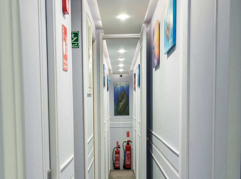 M/Y blue Horizon corridor