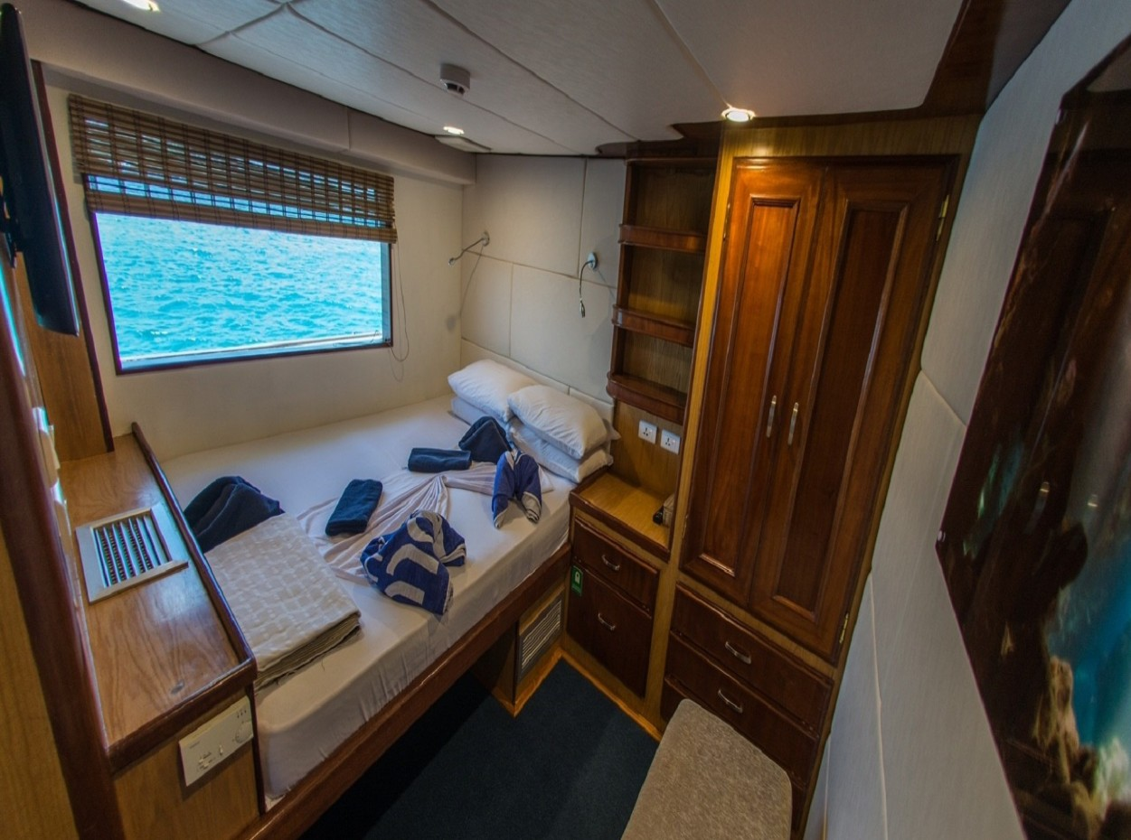 double room, blue Voyager, Maldives