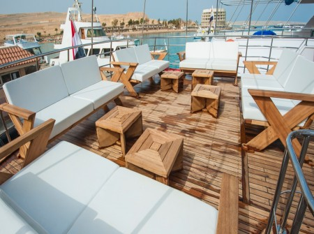 M/Y blue Fin liveaboard outdoor deck lounging area