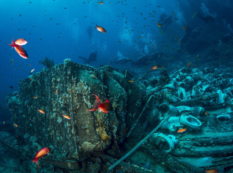 Scuba divers at Yolanda wreck, Ras Mohamed
