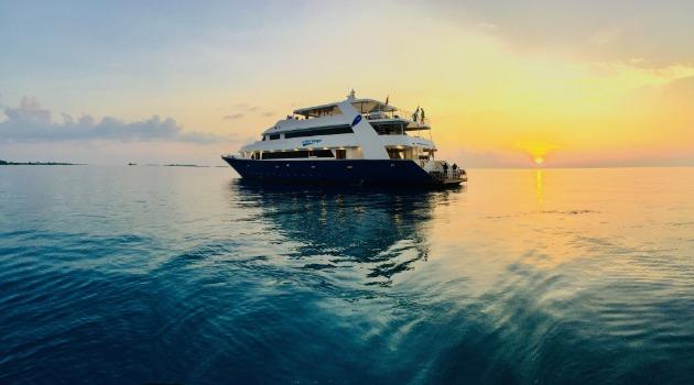 M/Y Blue voyager liveaboard sunset image