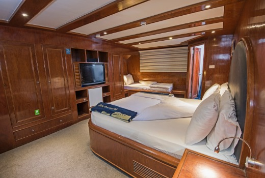 M/Y blue Fin liveaboard diving vessel king suite with en-suite