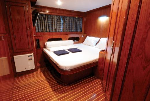 M/Y blue Horizon diving liveaboard king suite