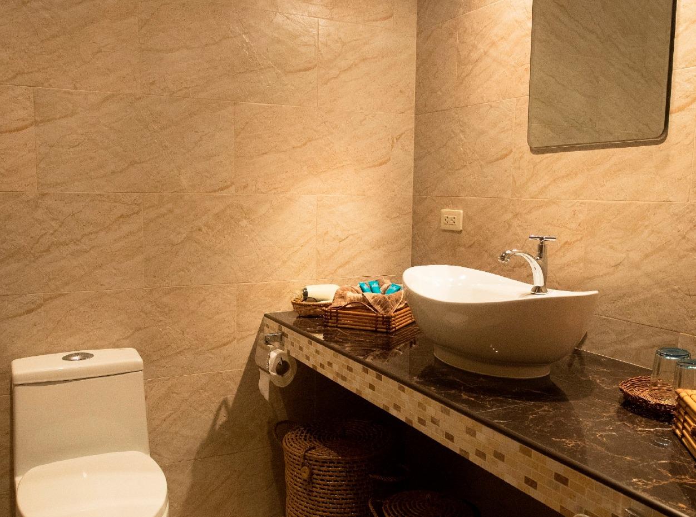 Philippines, Bohol, Magic Oceans Dive Resort, Bathroom, image