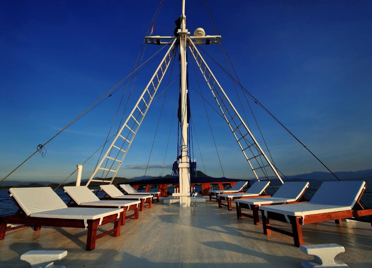 Philippines Siren, Sundeck image,