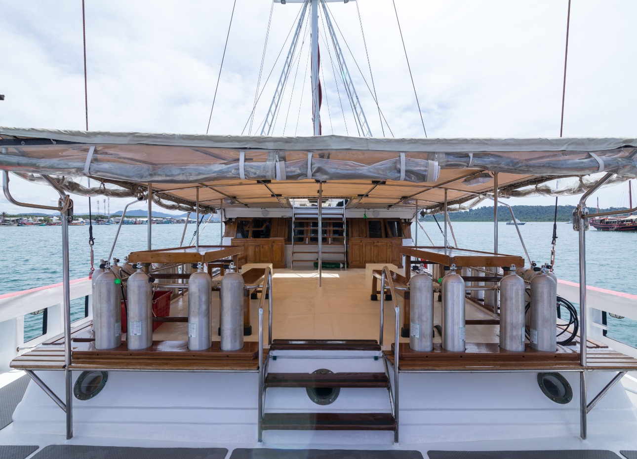 S/Y The Phinisi Dive Deck