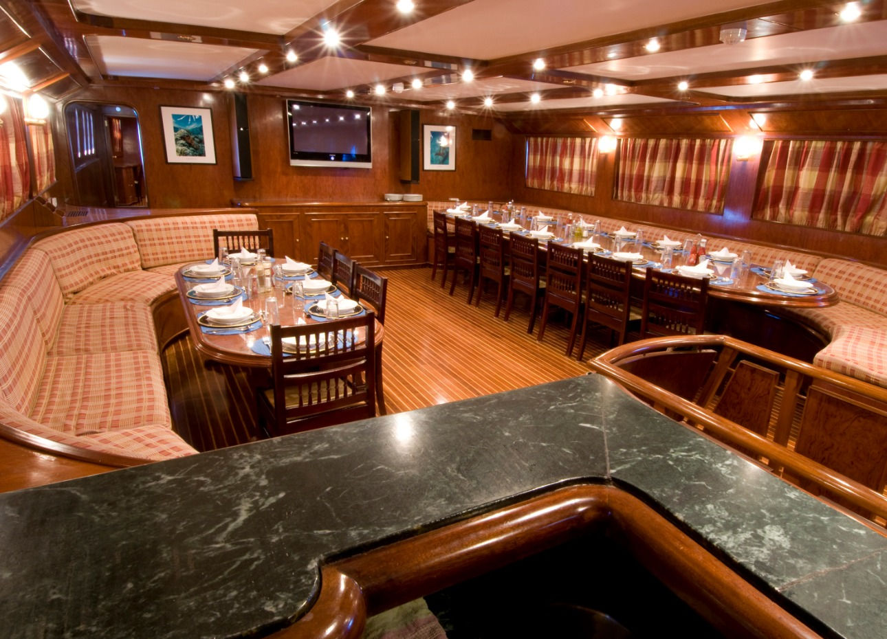 M/Y Blue Fin Dining and Bar