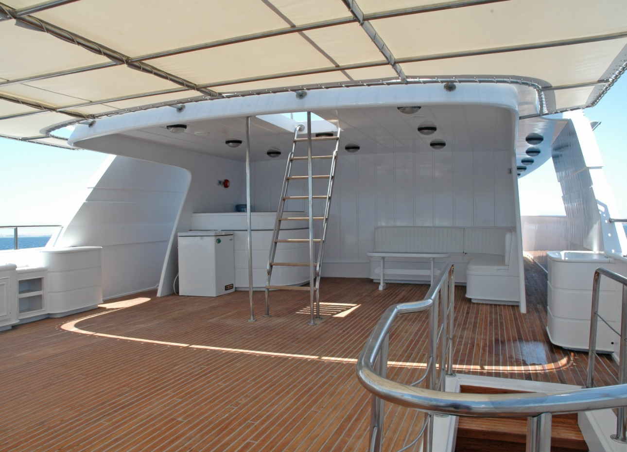 M/Y Blue Fin liveaboard shaded top deck